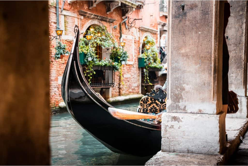 free stock photo of a gondola on the water in Venice
